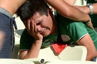 高清图-新浪直击墨西哥球迷悲伤逆流成河