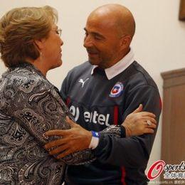 智利总统迎接英雄回国