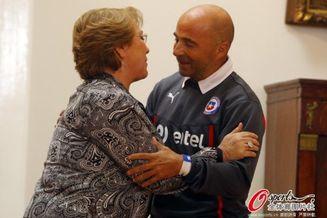 高清图-智利总统迎接英雄回国
