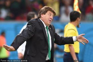 高清图-世界杯墨西哥主帅的激情瞬间