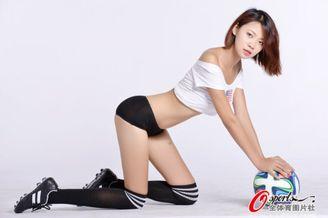 高清图-足球宝贝露香肩助威美国