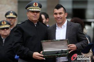 高清图-智利队表现出色 梅德尔受陆军奖励