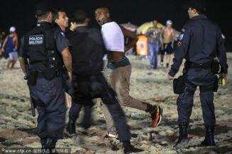 高清图-半决赛后巴西球迷骚乱