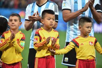 高清图-新浪直击中国球童亲临世界杯半决赛