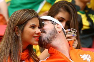 高清图-新浪直击巴西荷兰球迷