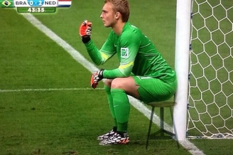 高清图-网友PS恶搞荷兰门将指挥人墙