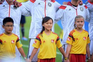 高清图-新浪直击决赛中国女球童