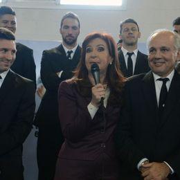 阿根廷队归国与球迷总统见面