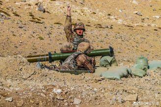国产98式120毫米火箭筒发射