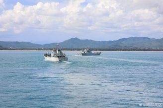 海军登陆舰编队演练登陆作战