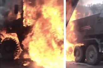 俄军最先进防雷车路上莫名起火