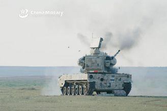 国产新型弹炮合一系统猛烈开火