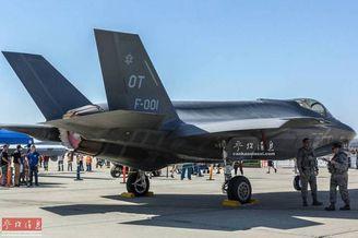我军迷逛美空军基地近距拍F35