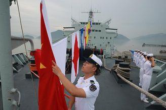 中国首艘远洋综合补给舰退役