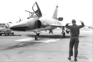 美军在战斗机上临时焊的受油管