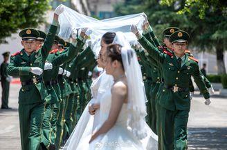 26对新人在军营办集体婚礼
