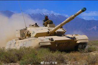中国军队各个演训场激战正酣