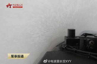中国海军歼15舰载机雨中穿云