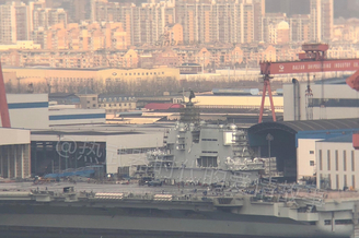 国产航母忙整修舰岛搭满脚手架