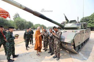 泰军隆重列装10辆中国VT4坦克