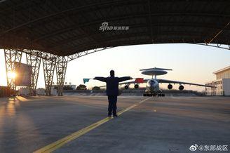 空军多型特种机跨昼夜飞行