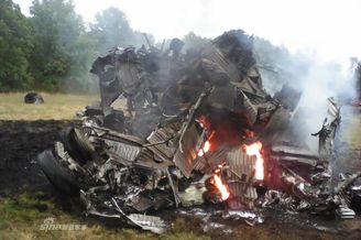 俄米格-31意外坠毁零件遍地