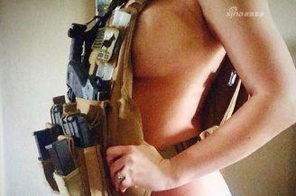 战斗民族122:美女只穿1件背心