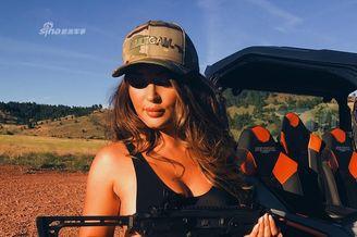 战斗民族128:东西方女枪手!