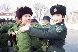 铿锵玫瑰:女兵从军记