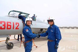 我空军飞行学员毕业考核驾歼7