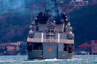 俄大型反潜舰穿越达达尼尔海峡