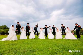 火箭军某部举行第二届集体婚礼