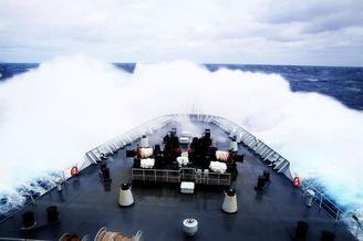 千岛湖号补给舰亚丁湾护航纪实