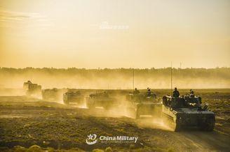 装甲部队快速机动07自行榴开路