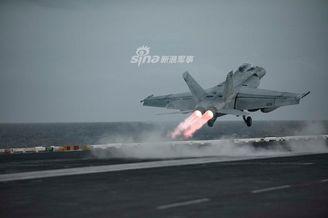 美制战机开加力尾焰比烟花绚烂