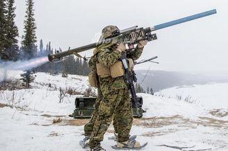 美军极寒天气演练发射毒刺导弹