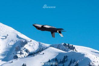 美军F35A飞行训练穿梭高原雪山
