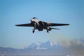 伊朗空军多款老旧战机进行演戏