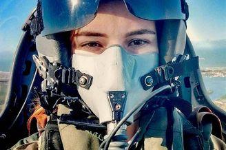 巴西女飞行员容颜美貌让人窒息