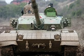 96A坦克领跑重装战车竞速狂飙
