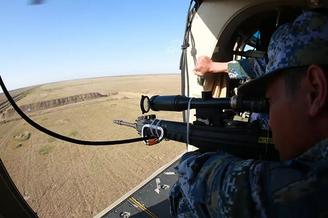 海軍陸戰隊狙擊手上直升機特訓