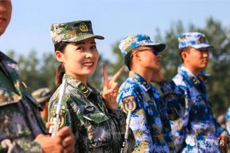 陆军杰出文艺女兵的成长之路