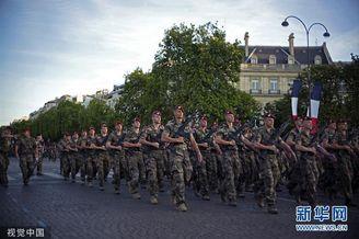 法国临近国庆日进行阅兵彩排