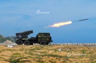 东南雄师81式火箭炮练对海攻击