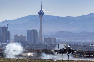 沙特F15S抵达美国参加红旗军演