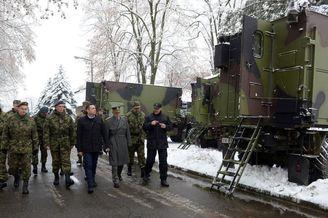 塞尔维亚展示最新型号装甲车