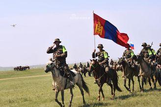 蒙古骑兵举办陆军国?#35797;?#21160;会