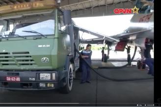 越南苏27战机补给车用中国重卡