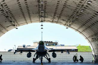 驻韩美军的F-16战斗机训练组图