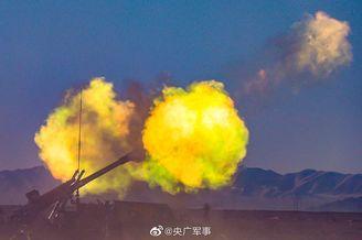 新型车载榴弹炮大漠扬威